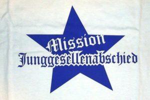 Junggesellenabschied Mission JGA Textildruck mit blauer Flexfolie auf weißem Shirt