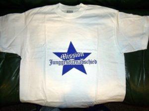 Mission Junggesellenabschied JGA Textildruck auf weißem Shirt mit blauer Flexfolie