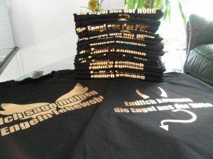 schwarze T-Shirts mit bedruckung aus Flexfolie Glanzgold