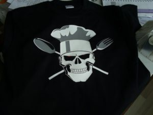 Skull T-Shirt Textildruck , handgefertigter dreifarbiger Flexfolienschnitt