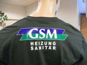 Textildruck Rückenbeschriftung in kombination mit bedruckter und einfacher Flexfolie für Firma GSM