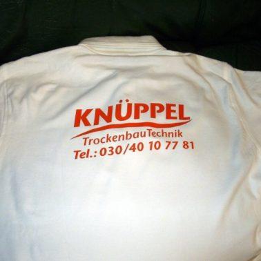 Textildruck Rückenbeschriftung mit oranger Flexfolie für Firma Knüppel