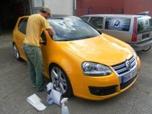 volkswagen-golf-yellowspeed-scheiben-beschriftung