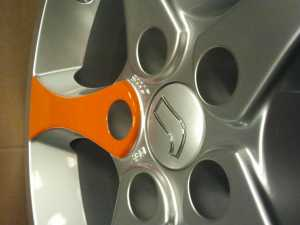 Folienbeklebung auf Alufelge in orange