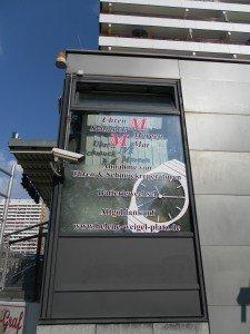 Werbescheibe mit Folienbuchstaben
