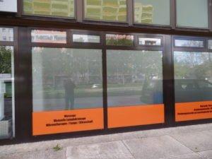 Glasdekor am Schaufenster und Folienplott