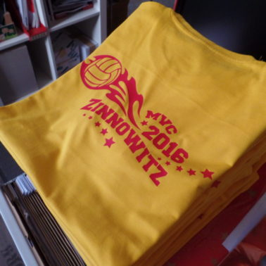 MVC Marzahner Volleyball-Club Trainingslager 2016 Shirts in Goldgelb mit roter Flexfolie